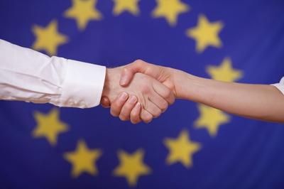 EU_Flag_hands_cooperation